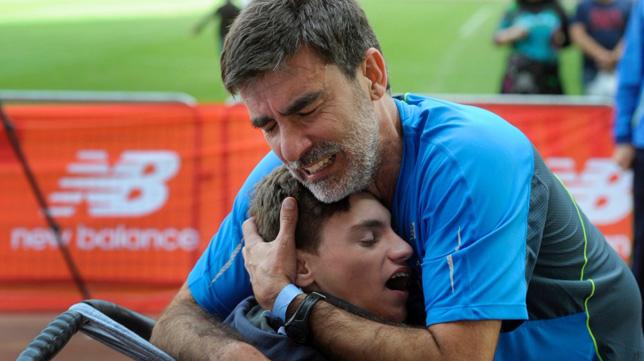 José Manuel y su hijo Pablo, afectado por el Síndrome de West