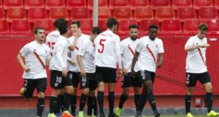 Los jugadores del Sevilla Atlético celebran el primer tanto del partido ante el Córdoba. Foto: LaLiga