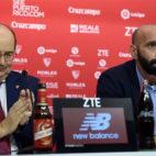 José Castro aplaude a Monchi tras la lectura de su carta de agradecimiento (Foto: J. Spínola)