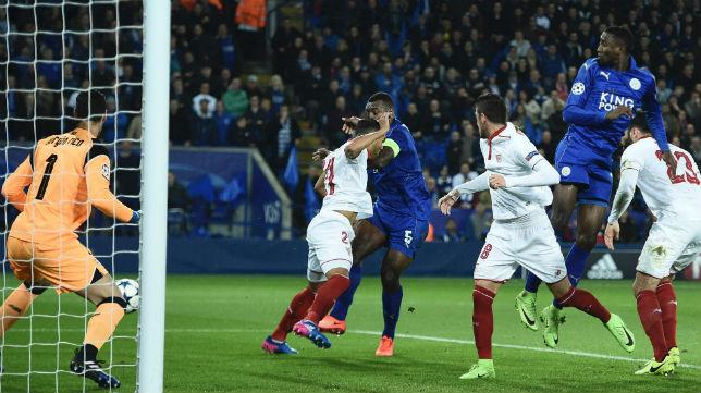 Morgan remata a gol en el Leicester-Sevilla (Foto: AFP)