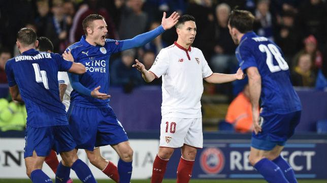 Nasri, en el momento de su expulsión en el partido ante el Leicester (Foto: AFP)
