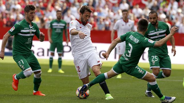 Franco Vázquez, en un lance del Sevilla FC-CD Leganés (Foto: J. M. Serrano)