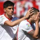 Correa y Vitolo, en el Sevilla-Sporting (Foto: J. J. Úbeda)