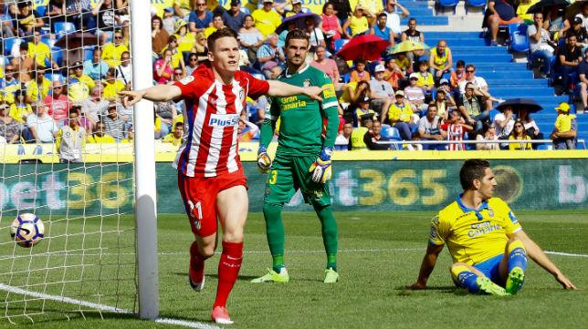 El exsevillista Gameiro celebra uno de los dos goles que marcó en Gran Canaria