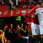 Ganso celebra con Carriço uno de los goles anotados al Granada (Foto: AFP)