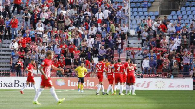 Los jugadores del Almería celebran el primer tanto ante el Sevilla Atlético. Foto: LaLiga