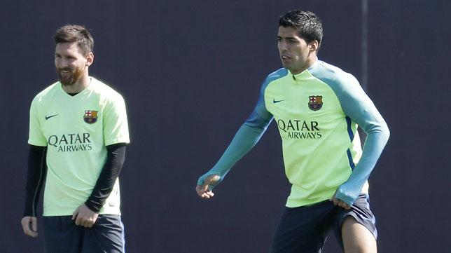 Messi y Suárez, durante el entrenamiento del Barcelona (Foto: EFE).