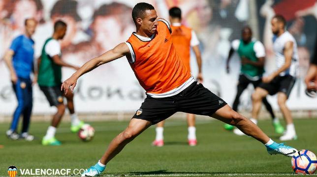Rodrigo, en un entrenamiento del Valencia (Foto: VCF)