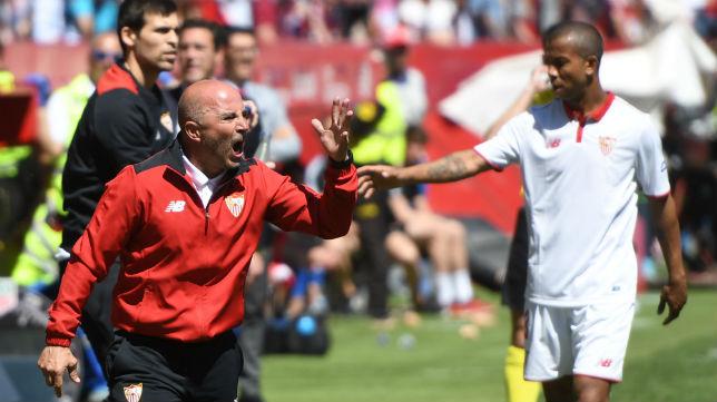 Sampaoli y Mariano, en el Sevilla-Sporting (Foto: Juan José Úbeda)