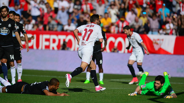 Pablo Sarabia celebra su gol al Deportivo