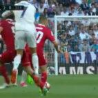 Momento en el que Cristiano Ronaldo suelta el brazo a Lenglet