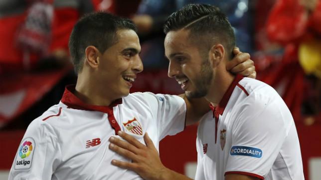 Ben Yedder felicita a Sarabia por su gol a la Real