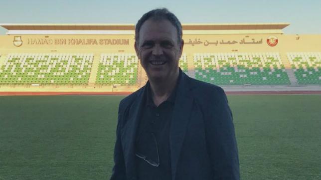 Joaquín Caparrós, en el estadio del Al-Ahli (Foto: @ahliqat)