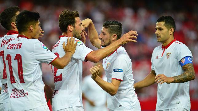 Jovetic, Correa, Franco Vázquez, Escudero y Vitolo celebran un gol en el Sevilla-Osasuna (Foto: AFP)
