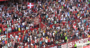 Aficionados del Sevilla en Gol Norte