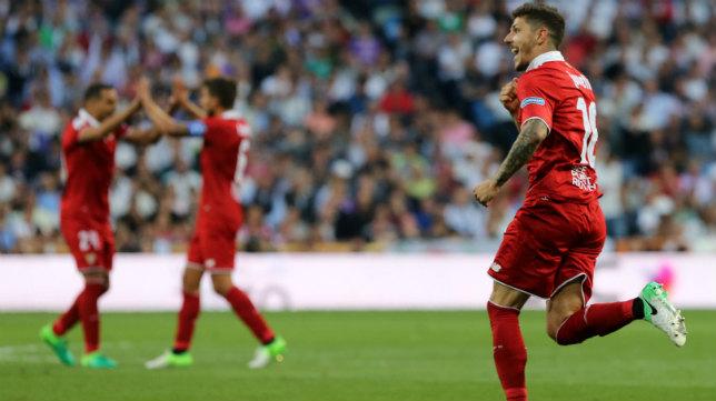 Jovetic celebra su gol en el Real Madrid-Sevilla FC de LaLiga Santander