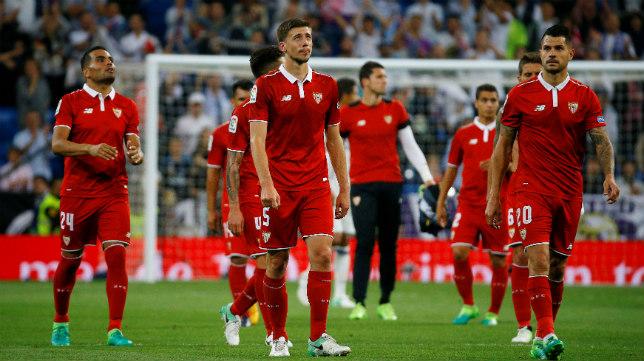 Lenglet, Mercado y Vitolo, tras el Real Madrid-Sevilla FC de la 2016-2017