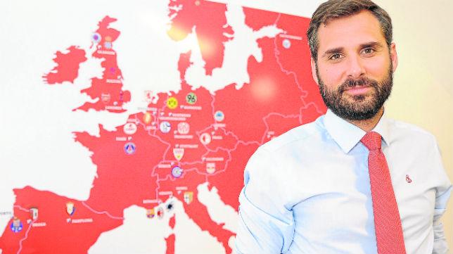 El director de marketing del Sevilla, Ramón Loarte, posa para ABC (Foto: J. Spínola)