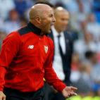Sampaoli da instrucciones durante el Real Madrid-Sevilla FC