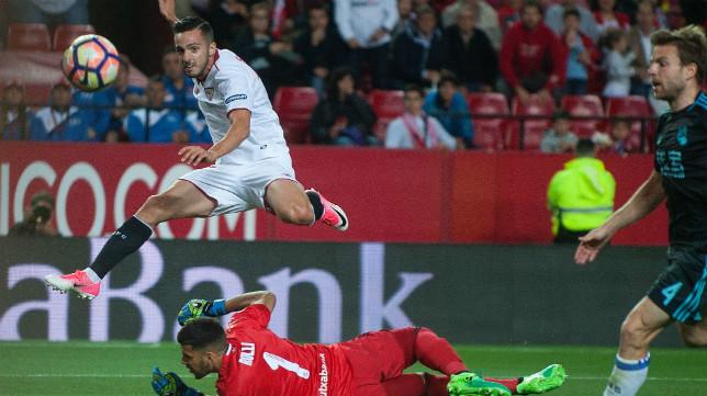 Sarabia bate a Rulli en el Sevilla-Real Sociedad