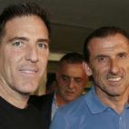 Berizzo y Óscar Arias, ayer en el aeropuerto de Sevilla (Foto: EFE)