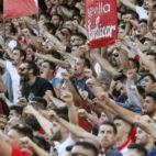 Imagen de aficionados del Sevilla FC en el Ramón Sánchez-Pizjuán