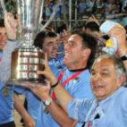 Berizzo y el presidente de O'Higgins, Ricardo Abumohor (d), levantan el primer título de la historia del club chileno (Foto: ohigginsfc.cl)