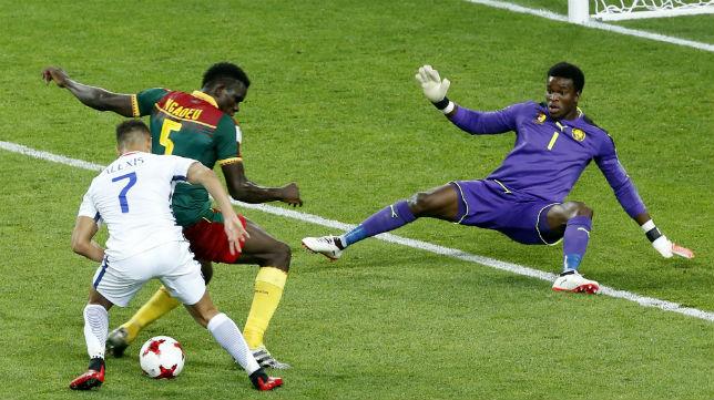 Ondoa, en el partido Camerún-Chile de la Confederaciones (Foto: EFE)