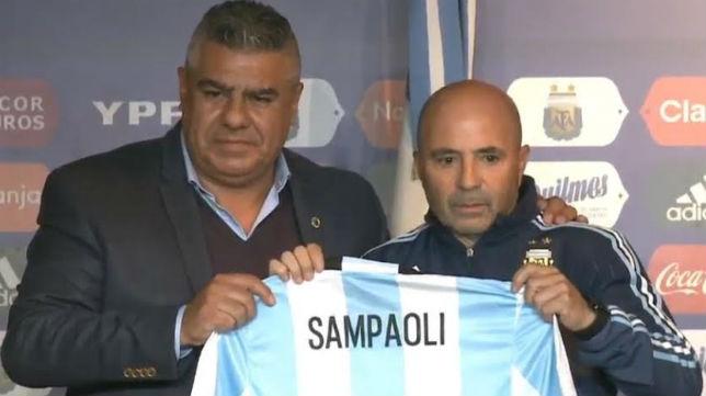Sampaoli, junto al presidente de la AFA, Tapia