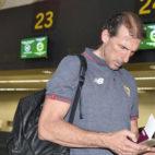 Óscar Arias, en el aeropuerto de San Pablo (foto: J. Spinola)