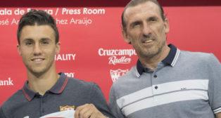 Óscar Arias, junto a Corchia durante su presentación (foto: Cristina Quicler)