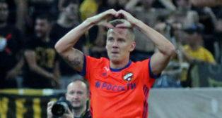 Pontus Wernbloom, del CSKA, celebra un tanto ante el AEK de Atenas (foto: EFE)