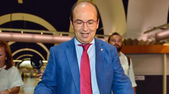El presidente José Castro, en el aeropuerto de San Pablo antes de partir a Londres (foto: J. J. Úbeda)