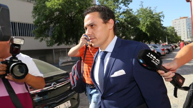 Del Nido Carrasco, ayer a su salida del estadio (Foto: Rocío Ruz)