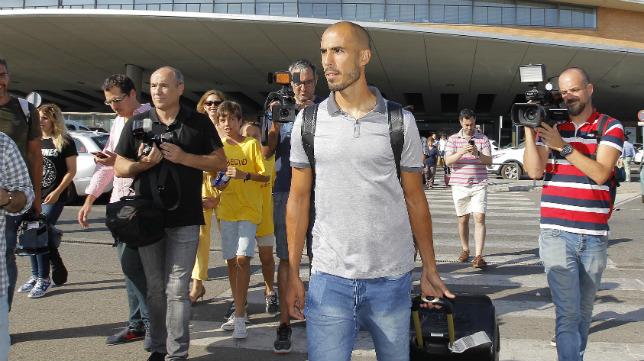 Guido Pizarro, a su llegada a Santa Justa (Foto: Raúl Doblado)