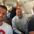 Vitolo, rumbo a Las Palmas acompañado por el presidente Miguel Ángel Ramírez (foto: UDLP)