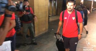 Nolito, a su llegada con el Sevilla FC este domingo al aeropuerto de San Pablo