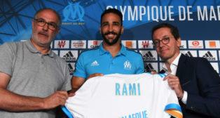 Rami, sonríe junto a Andoni Zubizarreta en su presentación con el Olympique de Marsella (Foto: AFP Photo)