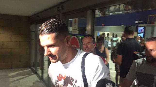 Vitolo lleg a la capital de espa a junto a margarita - Terminal ejecutiva barajas ...