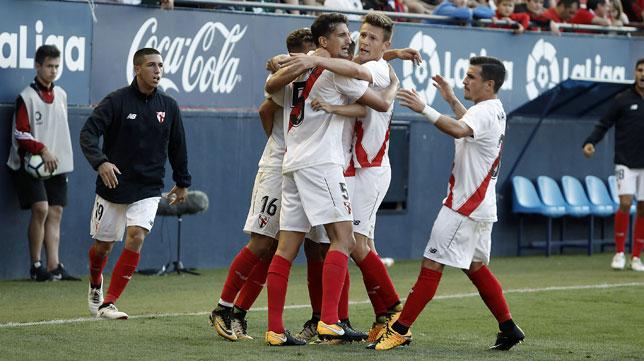 Los jugadores del Sevilla Atlético celebran el gol ante Osasuna (foto: LOF)