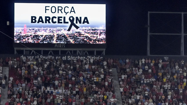 El videomarcador del Sánchez-Pizjuán recordó a las víctimas del doble atentado (foto: EFE/Raúl Caro)