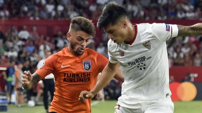 Correa, durate el Sevilla-Basaksehir (EFE/Raúl Caro)