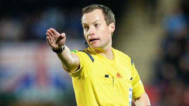 El árbitro escocés William Collum