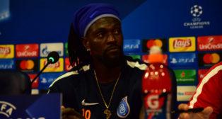 Adebayor, durante la rueda de prensa oficial de la UEFA Champions League