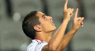 Ben Yedder celebra su gol en el Basaksehir-Sevilla FC