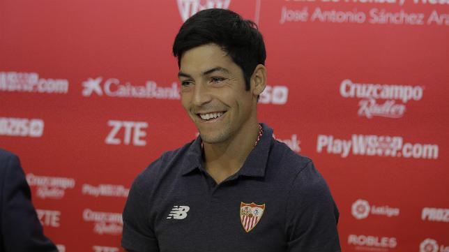 Borja Lasso en la rueda de prensa de su renovación. Foto: Raúl Doblado