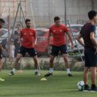 Navas, Sarabia, Pareja, Lenglet y Escudero en el entrenamiento de ayer del Sevilla (Foto: Vanessa Gómez)