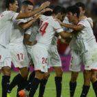 Los jugadores del Sevilla celebran su gol (AFP)