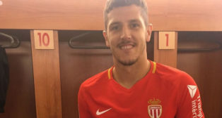 Jovetic posa con la camiseta del Mónaco