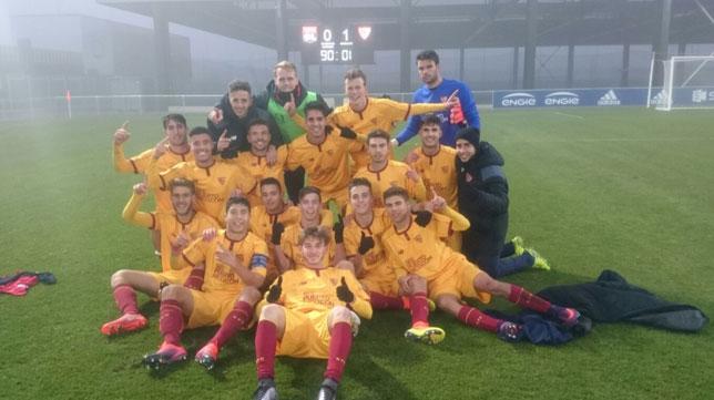 El juvenil División de Honor celebra su clasificación a octavos de la Youth League la pasada campaña